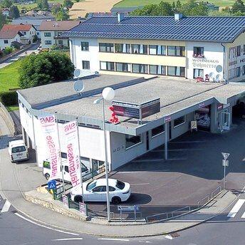Wohnstudio Bad Leonfelden Böhmer Straße 74190 Bad LeonfeldenÖffnungszeiten WOHNSTUDIO BALEMontag bis Freitag 09:00 – 12:00 Uhr und 14:00 – 17:00 UhRsowie jederzeit nach TERMINVereinbarungHOTLINE: 07219/70222 | info@sws-wohnservice.at